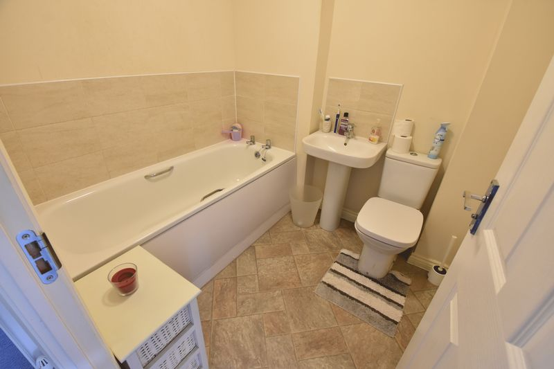 2 bedroom End Terrace to buy in Verde Close, Luton - Photo 13
