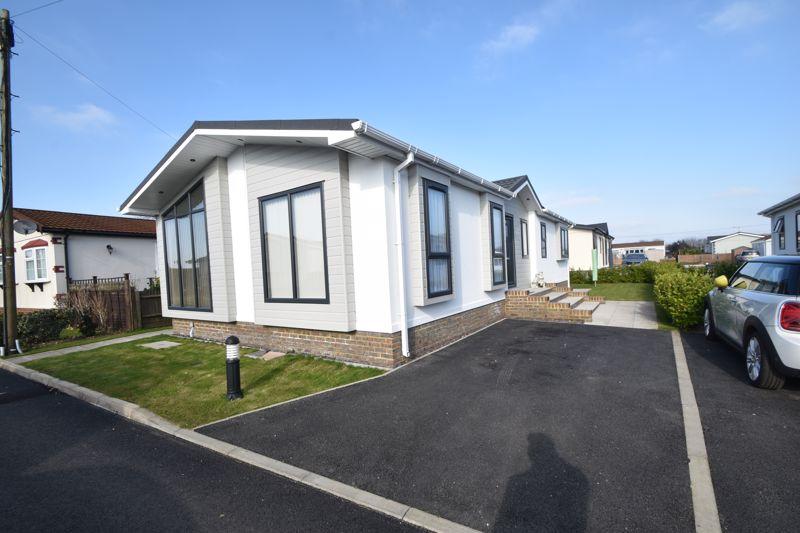 2 bedroom Park Home to buy in Half Moon Lane, Pepperstock