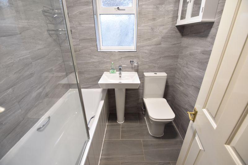 2 bedroom Bungalow to rent in Derwent Avenue, Luton - Photo 5