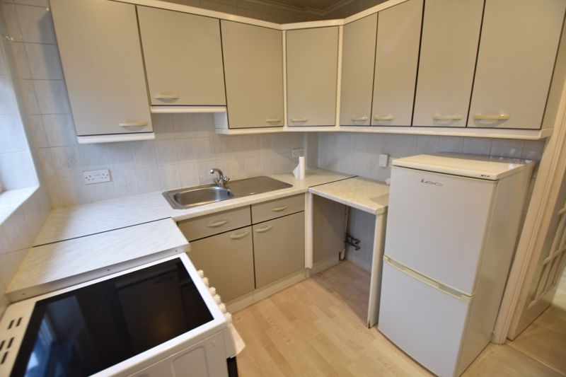 2 bedroom Bungalow to rent in Derwent Avenue, Luton - Photo 8