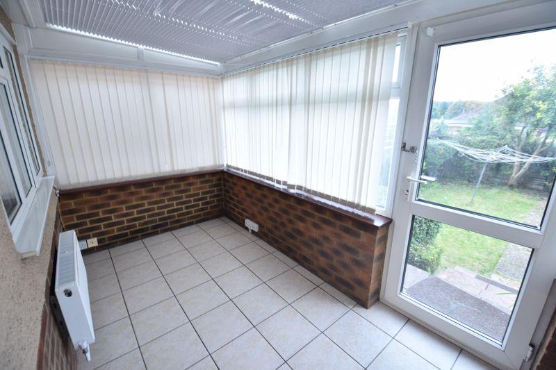2 bedroom Bungalow to rent in Derwent Avenue, Luton - Photo 11