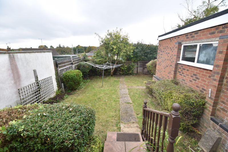 2 bedroom Bungalow to rent in Derwent Avenue, Luton - Photo 12