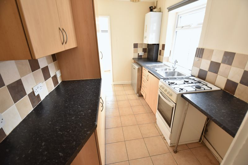 4 bedroom Mid Terrace to buy in Ridgway Road, Luton - Photo 5