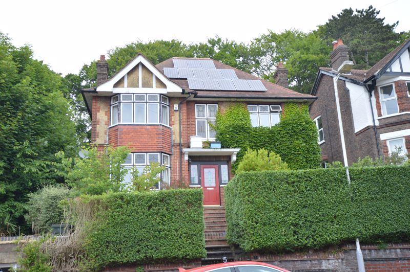 5 bedroom Detached  to buy in Havelock Rise, Luton
