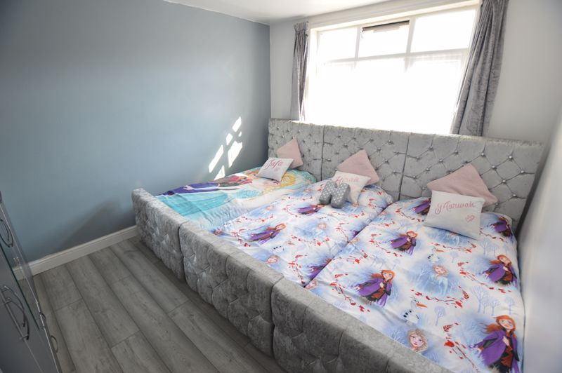 5 bedroom Mid Terrace to rent in Carisbrooke Road, Luton - Photo 5