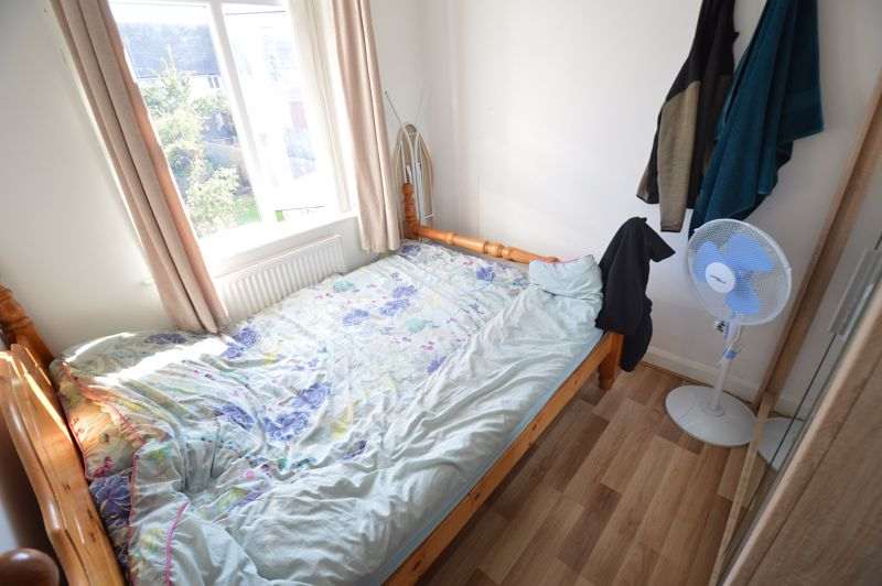 5 bedroom Mid Terrace to rent in Carisbrooke Road, Luton - Photo 8