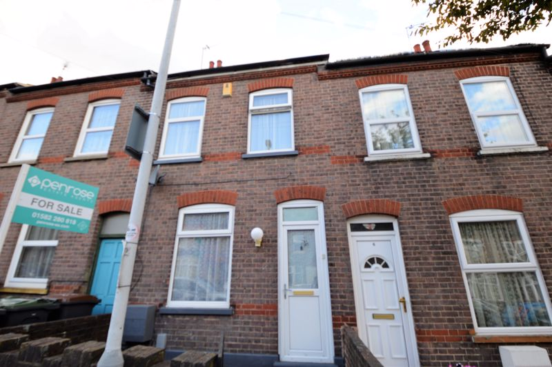 2 bedroom Mid Terrace to buy in Ferndale Road, Luton - Photo 9