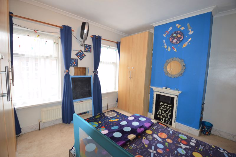 2 bedroom Mid Terrace to buy in Ferndale Road, Luton - Photo 1