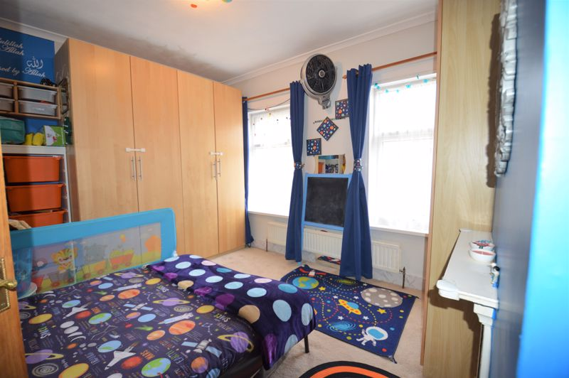 2 bedroom Mid Terrace to buy in Ferndale Road, Luton - Photo 2