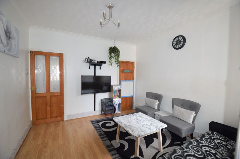 2 bedroom Mid Terrace to buy in Ferndale Road, Luton - Photo 7
