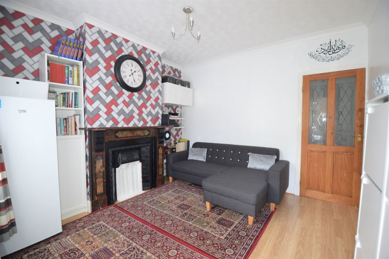 2 bedroom Mid Terrace to buy in Ferndale Road, Luton - Photo 8