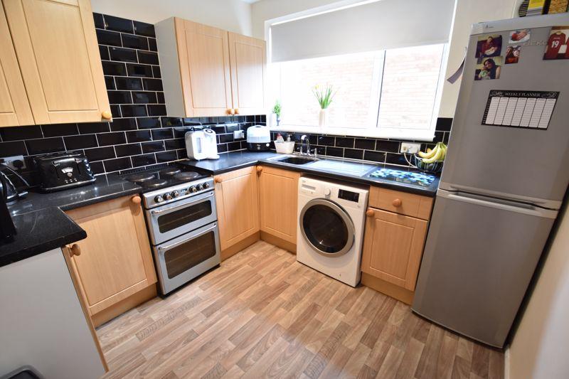 2 bedroom Apartment / Studio to buy in Brendon Avenue, Luton - Photo 1
