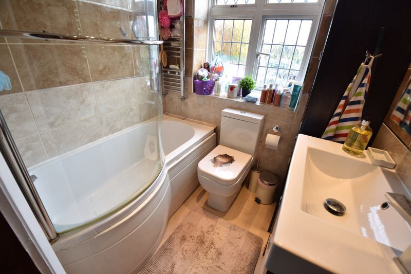 3 bedroom  to buy in Hitchin Road, Luton - Photo 2