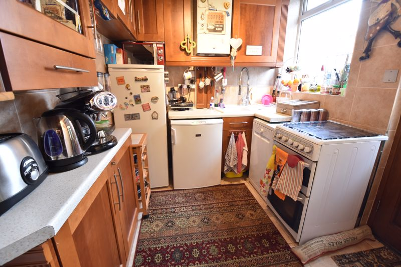 3 bedroom  to buy in Hitchin Road, Luton - Photo 11