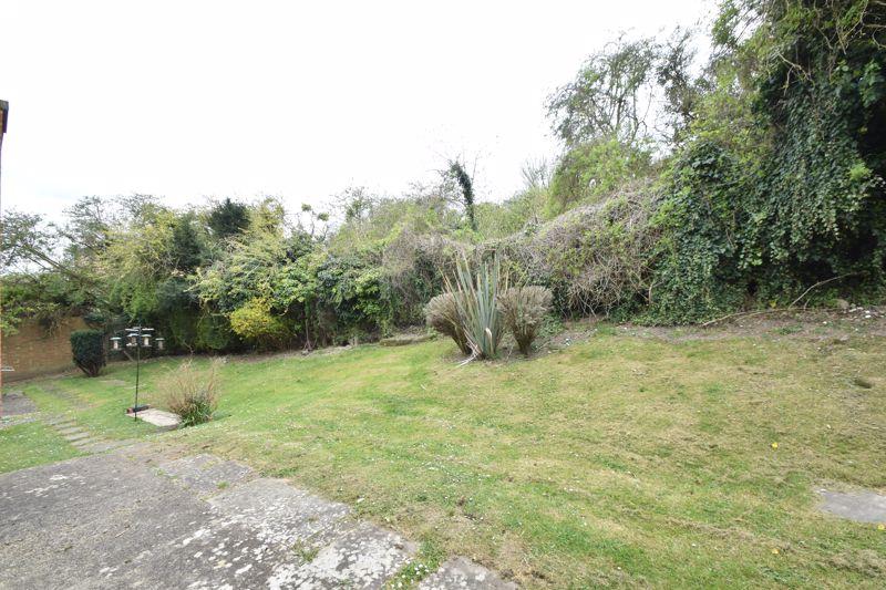 1 bedroom Flat to buy in Rowan Close, Luton - Photo 11