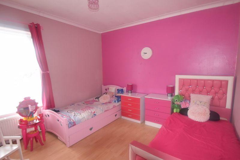 2 bedroom Mid Terrace to rent in Butlin Road, Luton - Photo 2