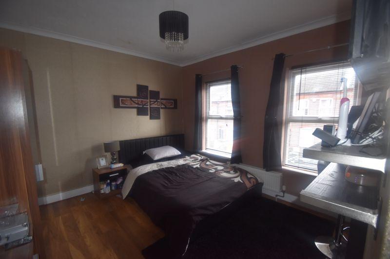 2 bedroom Mid Terrace to rent in Butlin Road, Luton - Photo 4