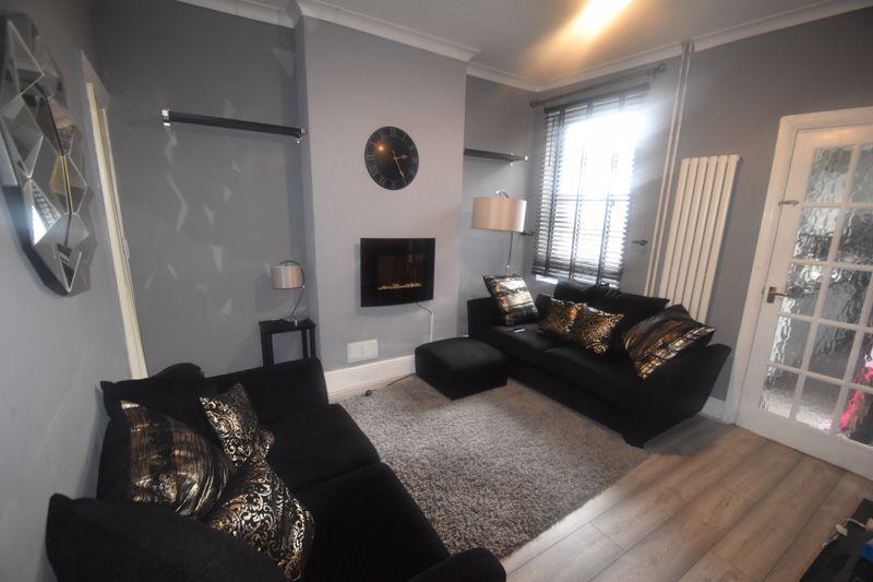 2 bedroom Mid Terrace to rent in Butlin Road, Luton - Photo 10