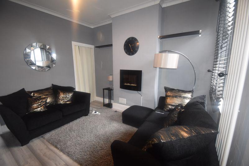 2 bedroom Mid Terrace to rent in Butlin Road, Luton - Photo 11