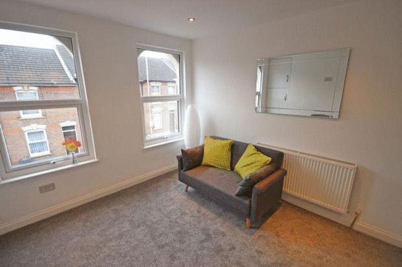 2 bedroom Maisonette to buy in Cardigan Street, Luton - Photo 14
