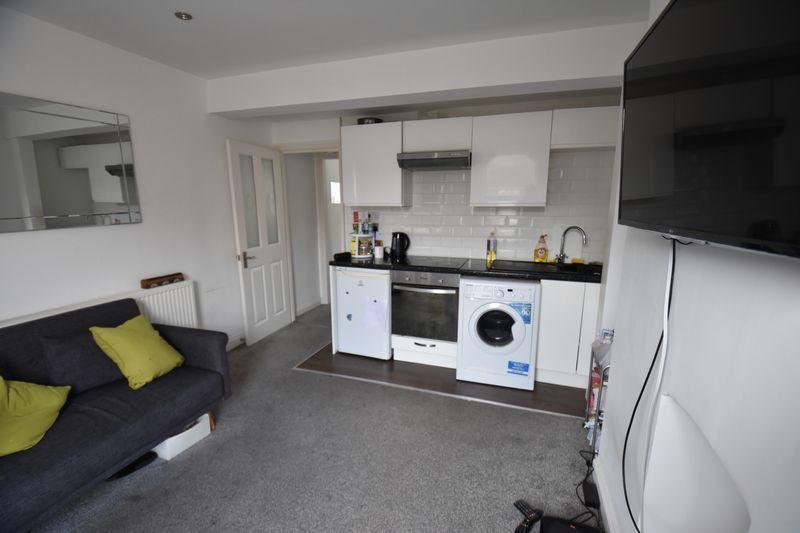 2 bedroom Maisonette to buy in Cardigan Street, Luton - Photo 6