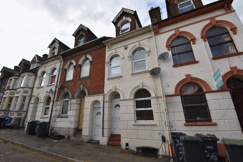 2 bedroom Maisonette to buy in Cardigan Street, Luton