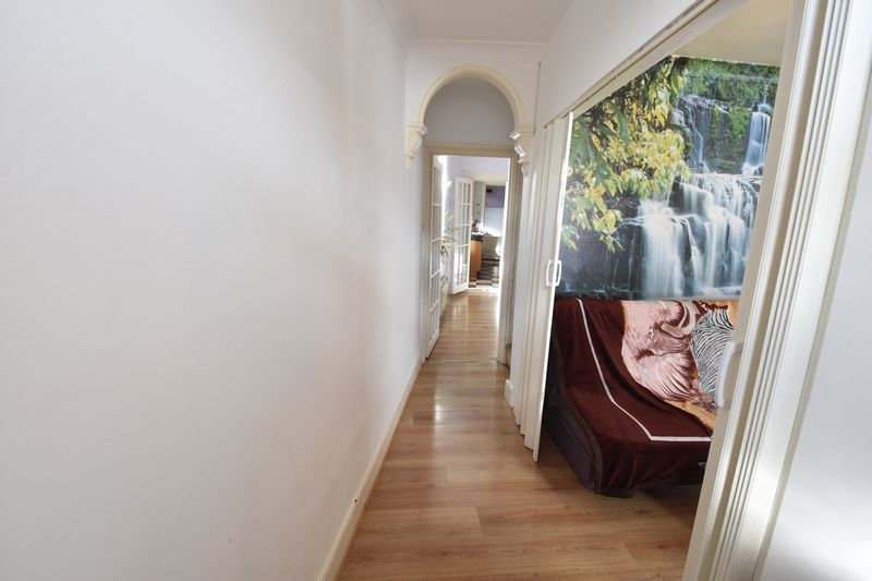 3 bedroom End Terrace to buy in Winsdon Road, Luton - Photo 4