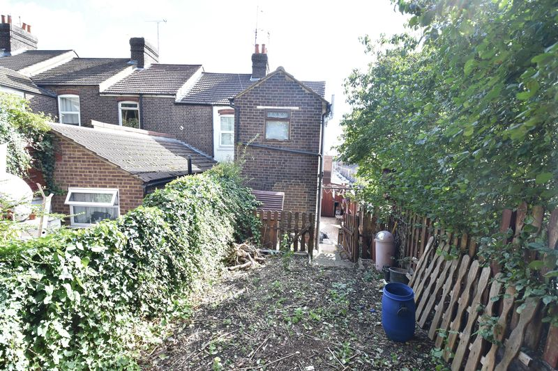 3 bedroom End Terrace to buy in Winsdon Road, Luton - Photo 12