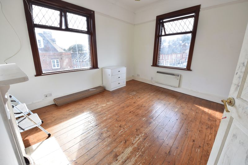 3 bedroom End Terrace to buy in Winsdon Road, Luton - Photo 13