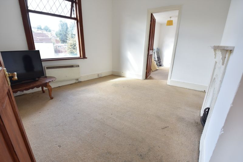 3 bedroom End Terrace to buy in Winsdon Road, Luton - Photo 14