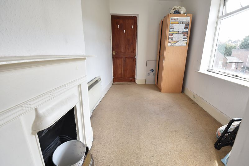 3 bedroom End Terrace to buy in Winsdon Road, Luton - Photo 15
