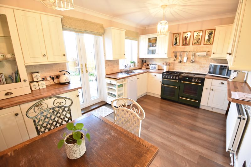 3 bedroom End Terrace to buy in Solway Road North, Luton - Photo 1