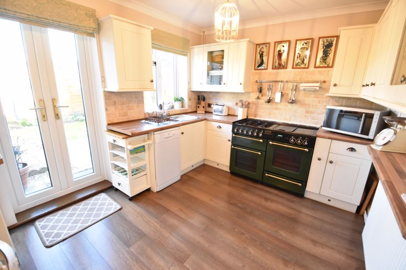 3 bedroom End Terrace to buy in Solway Road North, Luton - Photo 2