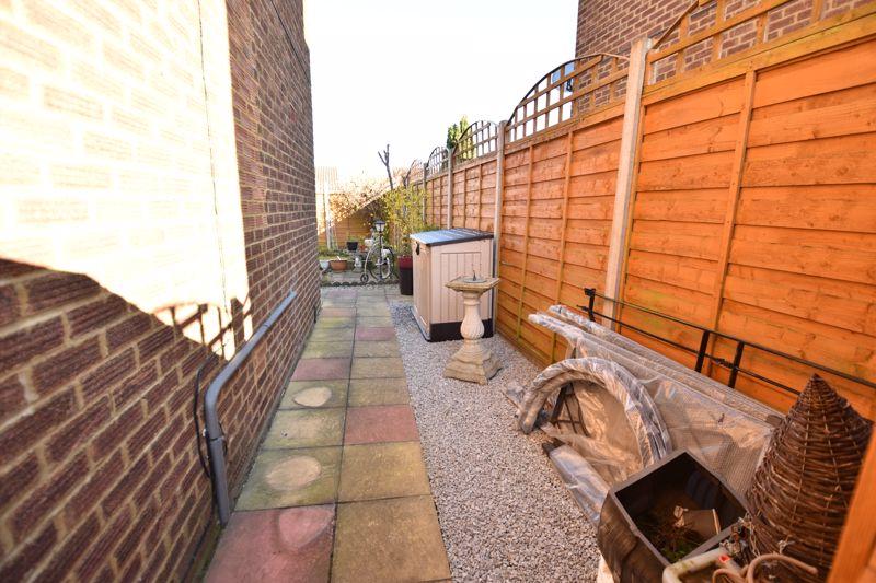 3 bedroom End Terrace to buy in Solway Road North, Luton - Photo 9