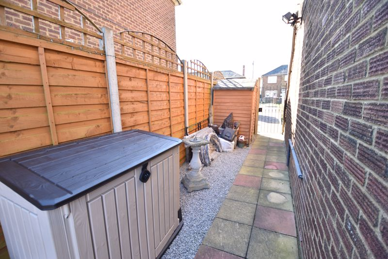 3 bedroom End Terrace to buy in Solway Road North, Luton - Photo 10