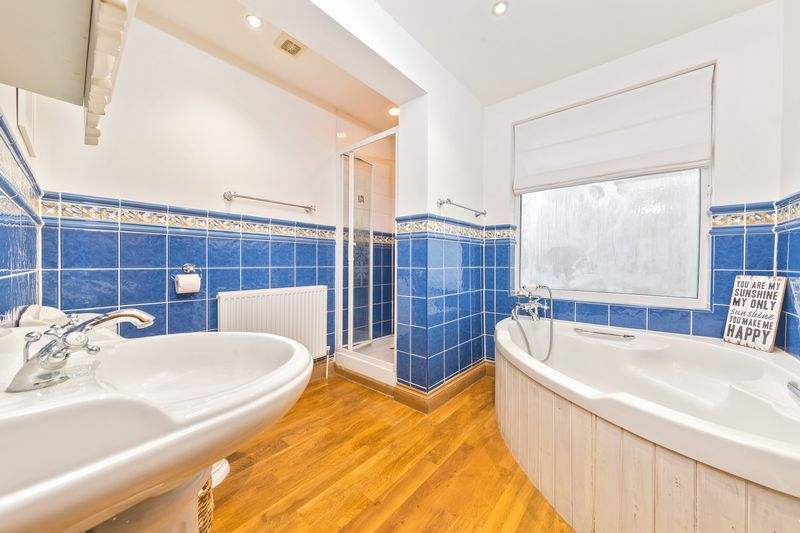 4 bedroom Semi-Detached  to buy in Fountains Road, Luton - Photo 5