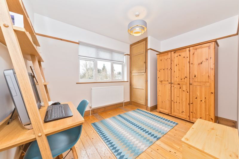 4 bedroom Semi-Detached  to buy in Fountains Road, Luton - Photo 6