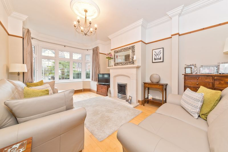 4 bedroom Semi-Detached  to buy in Fountains Road, Luton - Photo 8