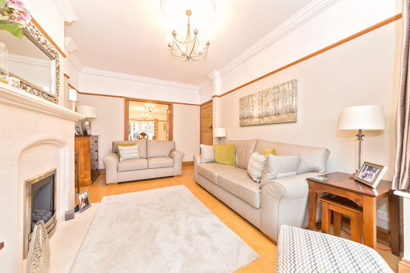 4 bedroom Semi-Detached  to buy in Fountains Road, Luton - Photo 9