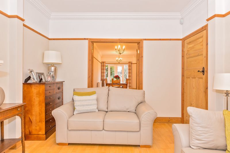 4 bedroom Semi-Detached  to buy in Fountains Road, Luton - Photo 10