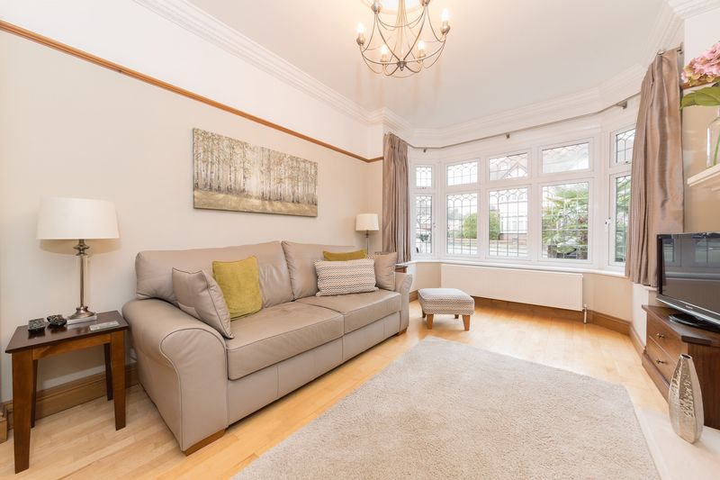 4 bedroom Semi-Detached  to buy in Fountains Road, Luton - Photo 12