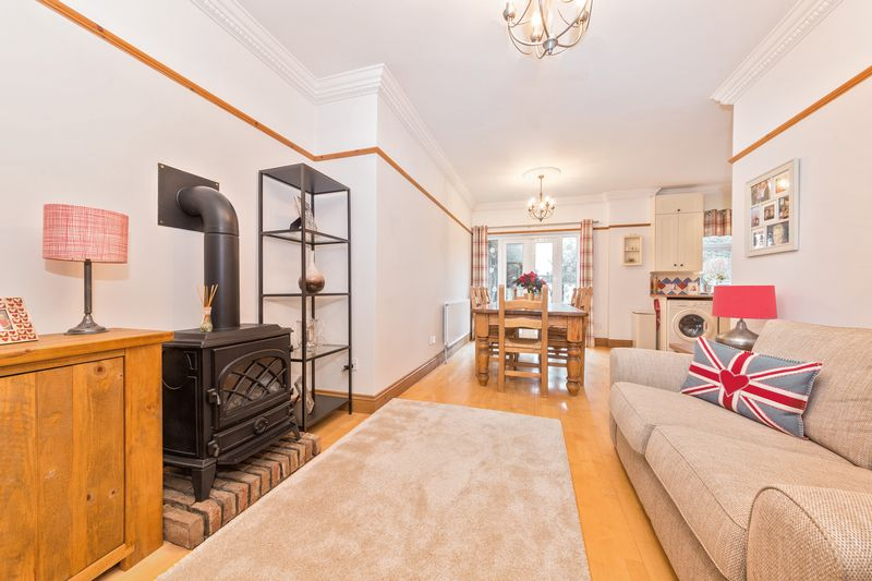 4 bedroom Semi-Detached  to buy in Fountains Road, Luton - Photo 13