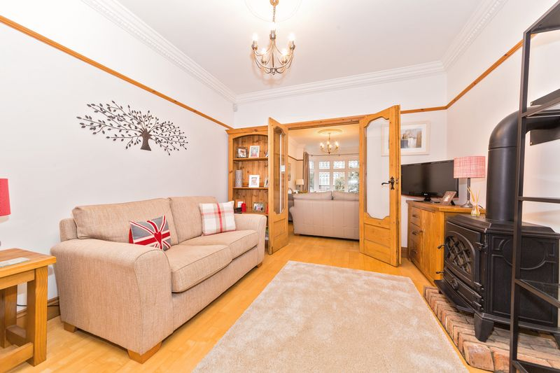 4 bedroom Semi-Detached  to buy in Fountains Road, Luton - Photo 14