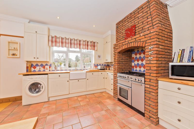 4 bedroom Semi-Detached  to buy in Fountains Road, Luton - Photo 18