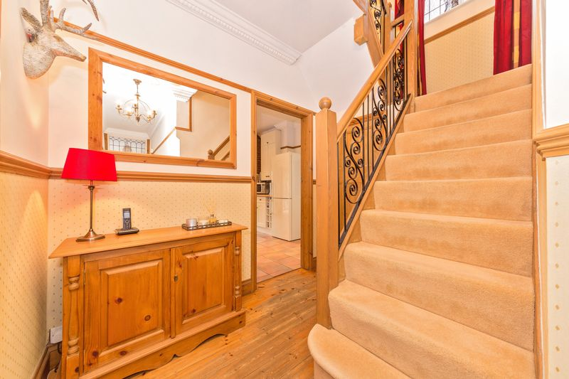 4 bedroom Semi-Detached  to buy in Fountains Road, Luton - Photo 20