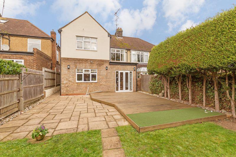 4 bedroom Semi-Detached  to buy in Fountains Road, Luton - Photo 24