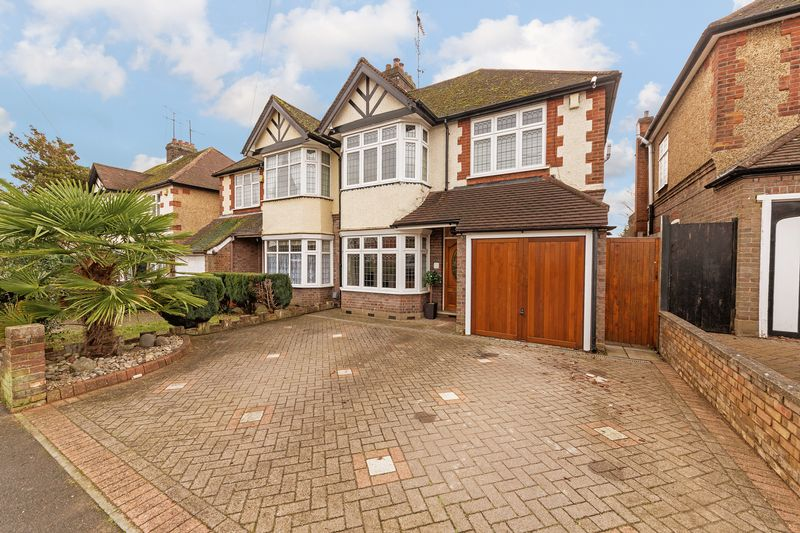 4 bedroom Semi-Detached  to buy in Fountains Road, Luton - Photo 25