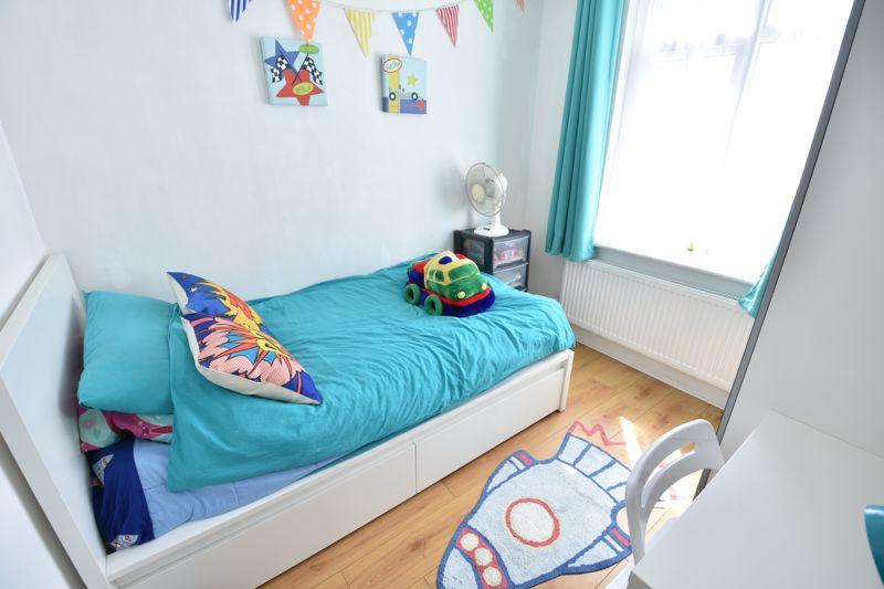 3 bedroom  to buy in Wardown Crescent, Luton - Photo 6