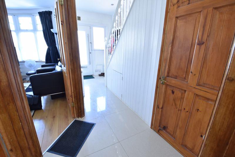3 bedroom  to buy in Wardown Crescent, Luton - Photo 8