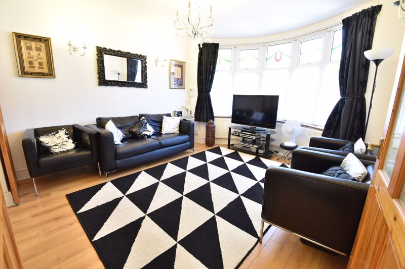 3 bedroom  to buy in Wardown Crescent, Luton - Photo 10